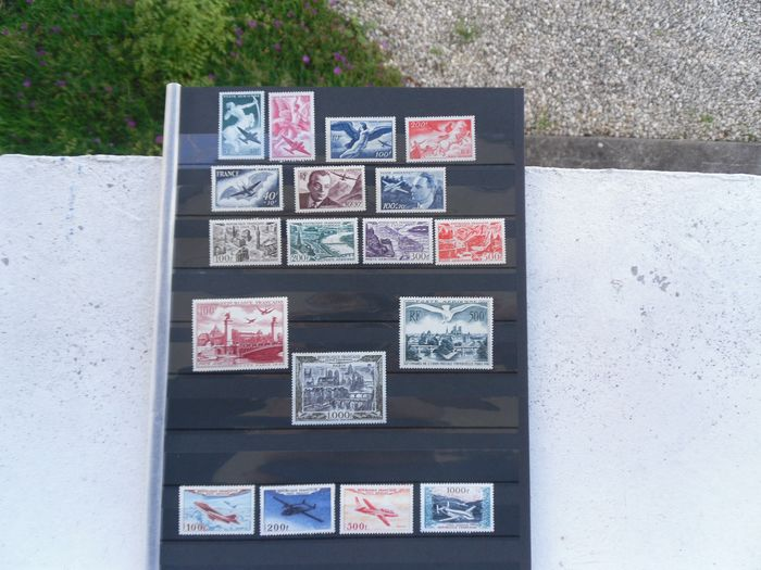 France 1946/2017 - A lovely lot with airmail stamps including the series of prototypes of 1954, series of paintings, views of Paris. - Yvert 16 à 19 , 20 à 29 , 30 à 33 etc ...
