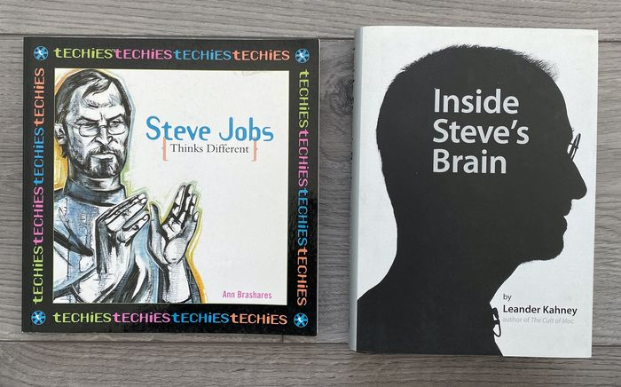 Apple 13 books , 1 kilo brochures and more - Promotional material