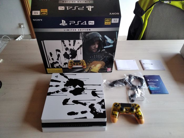 Sony PS4 Pro Death Stranding (Limited Edition) - Console with games - In original box