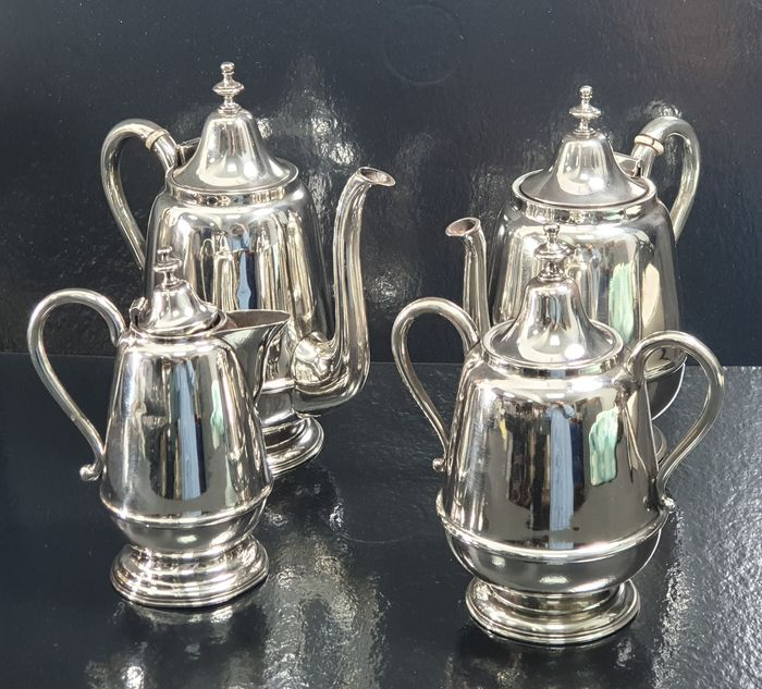 Coffee and tea service, 15.5cm - .833 silver - Portugal - Late 19th century