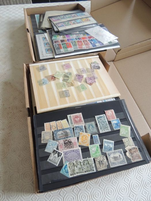 World - Lot of assorted loose stamps in 2 boxes