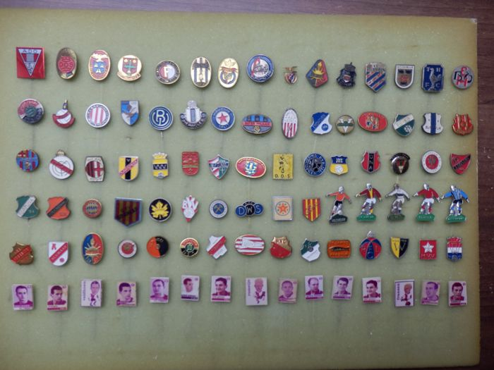 Voetbal - 1966 - Collection of 90 football pins