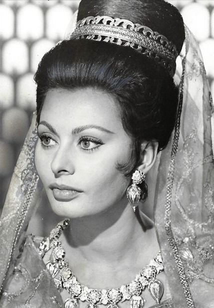 2 x US Press Still - Sophia Loren in The Fall of the Roman Empire (1964) and 'Man of La mancha' (1972) with Peter O'Toole
