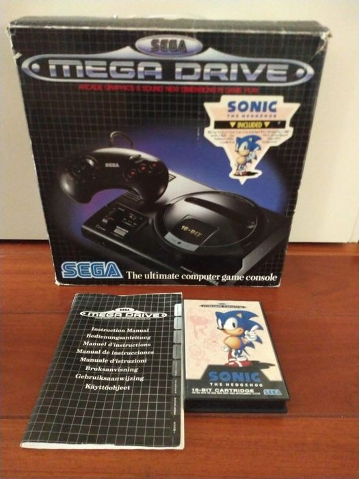 Sega - megadrive in box with inlay and Sonic