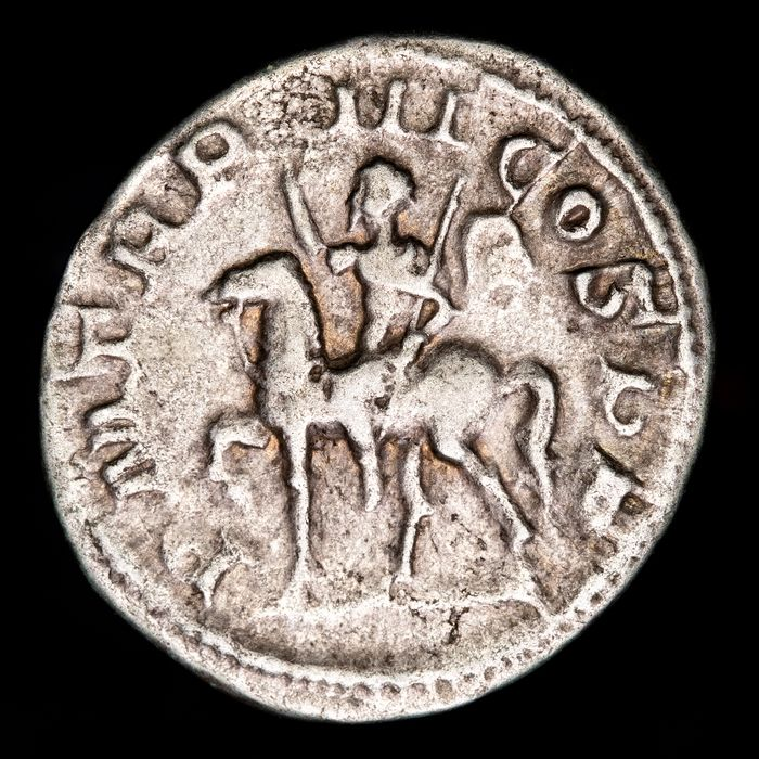 Empire romain. Gordien III (238-244 apr. J.-C.). AR Denarius,  P M TR P III COS P P, Gordian on horse pacing left, raising right hand and holding spear.
