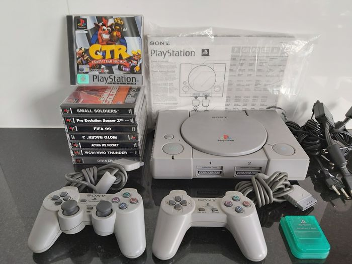 Sony PS1 (SCPH-7502) with 2 controllers, MC & 8 (CIB) games (like: Crash Team Racing, Driver 2,...) - Console with games