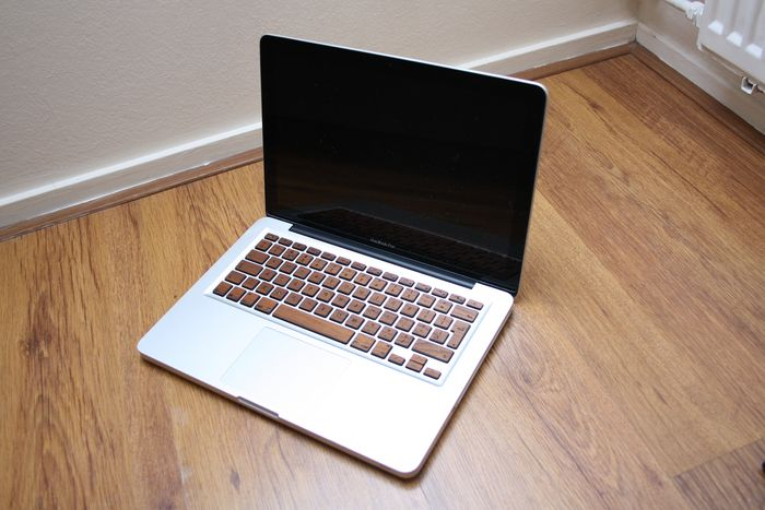 Apple MacBook Pro 13 (Mid 2009) - Intel Core2Duo 2.53Ghz, 4GB RAM - In need of some servicing