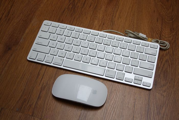 Apple accessories - Aluminium Keyboard (A1242) - Wireless Magic Mouse (A1296)
