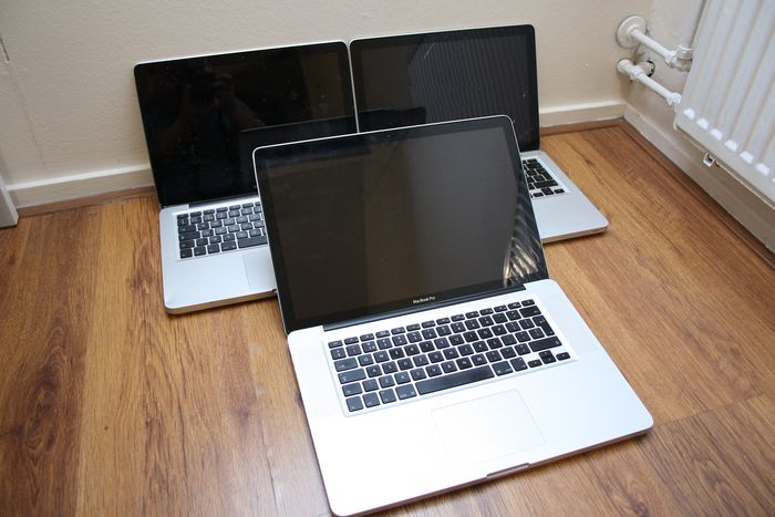 Apple Lot of 3 MacBook Pro laptops - Intel Core2Duo & i5 CPUs - 13 & 15 inch - For parts or servicing