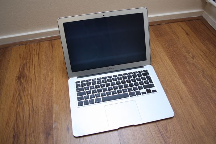 Apple MacBook Air 13 (Mid 2012) - Intel Core i5 1.8Ghz, 4GB RAM, 128GB SSD - In need of some servicing