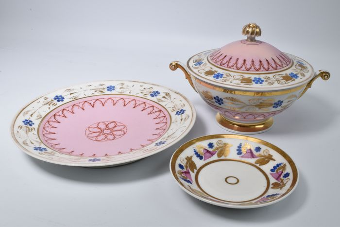 Terrine with under plate and matching plate (3) - Porcelain