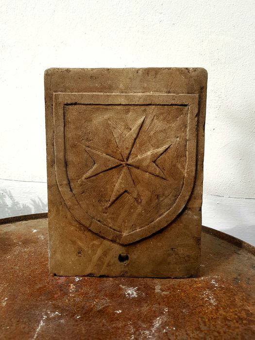 wall fountain, Maltese Cross or Templar coat of arms - Stone (mineral stone), tuffaceous. - Mid 20th century