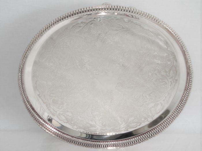 Silver plated round Fruit bowl. Middle piece for on the table. (1) - Baroque - Silverplate