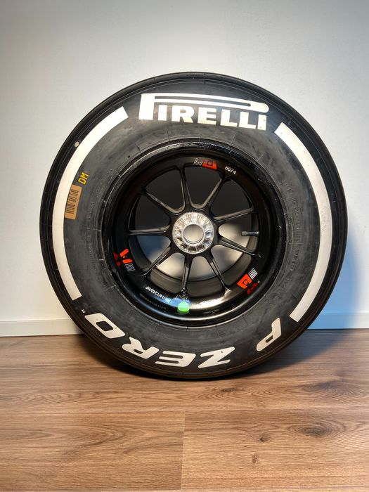 Formula One - 2014 - Tyre complete on wheel