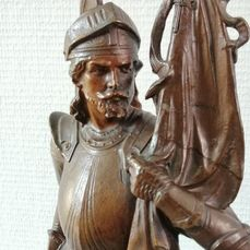 """Sculpture, Knight with a banner """"Honor"""" - 60 cm - Spelter - Second half 19th century"""