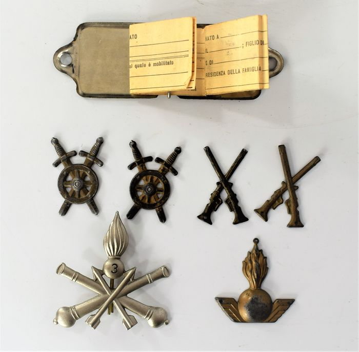 Italy - Army/Infantry - Lot of various metal friezes and military plate - 1914