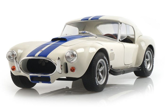 Preview of the first image of Solido - 1:18 - Shelby Cobra 427 S/C - Hard Top.