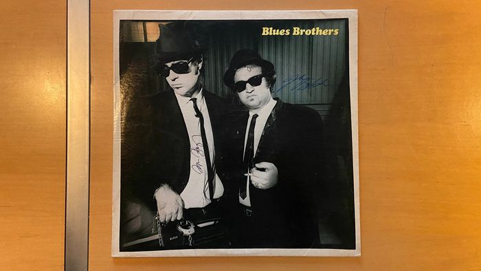 "Blues Brothers, The - John Belushi (+) & Dan Aykroyd - Handtekening, Signed Record (LP) ""Briefcase Full of Blues"", from Clark Gesner's Estate / Letter of Authenticity"