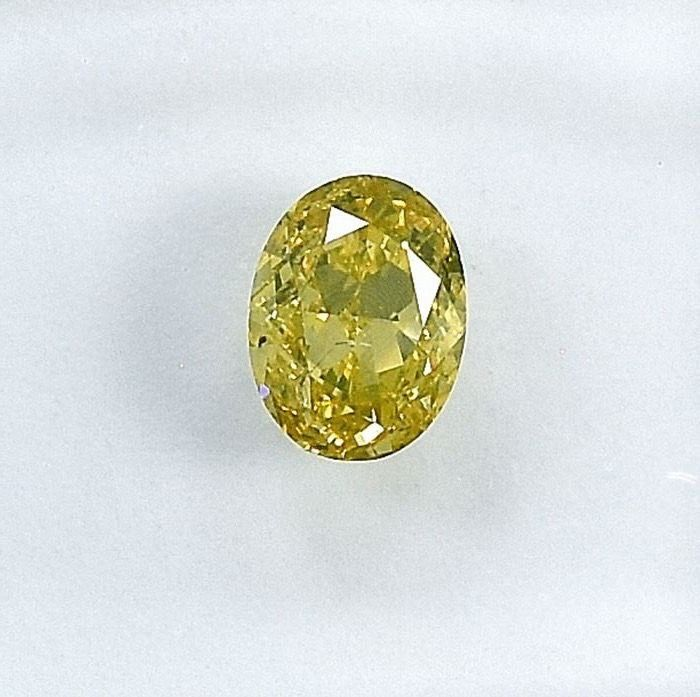 Diamant - 0.51 ct - Oval - Natural Fancy Greenish Yellow - SI2