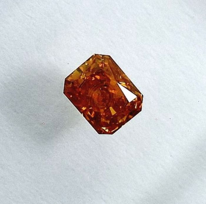 Diamant - 0.20 ct - Radiant - natural fancy intense orangy yellow - SI2