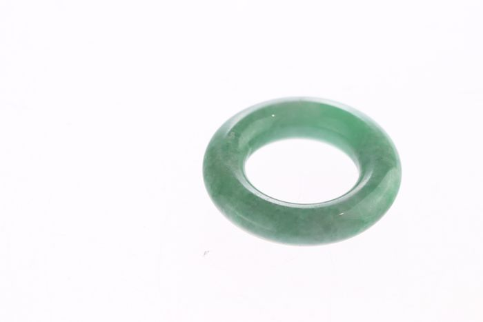 Armband, Hanger, Snijwerk (1) - Jadeite - Bangle - Certified - China - 21e eeuw