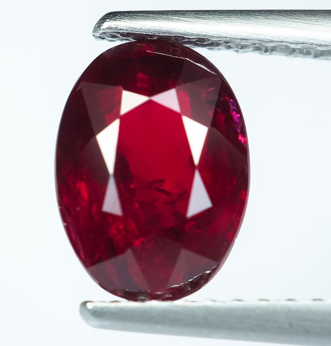 No Reserve - Vivid Red Ruby - 2.01 ct