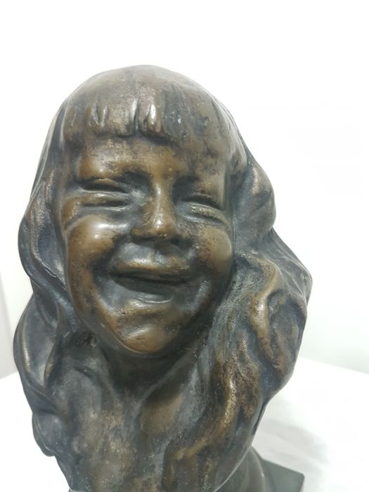 Preview of the first image of Sculpture, Young girl - 26 cm (1) - Bronze (patinated) - Early 20th century.