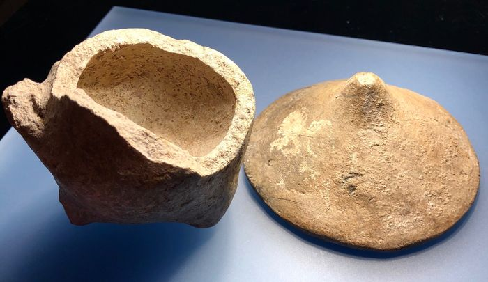Prehistoric, Neolithic Terracotta Very Interesting thick-walled Cup with a three-legged bottom and an Intact Conical Lid