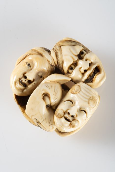 Netsuke - Bronze, Ivoire d'éléphant - Group of eight masks from the nōh and kyōgen theater - Japon - Période Meiji (1868–1912)
