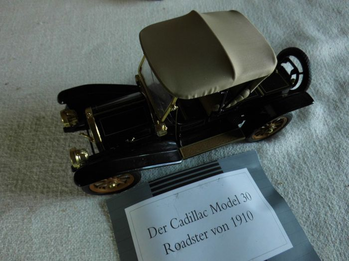 Franklin Mint - 1:24 - Cadillac Model Thirty - Roadster - 1910 - with certificate