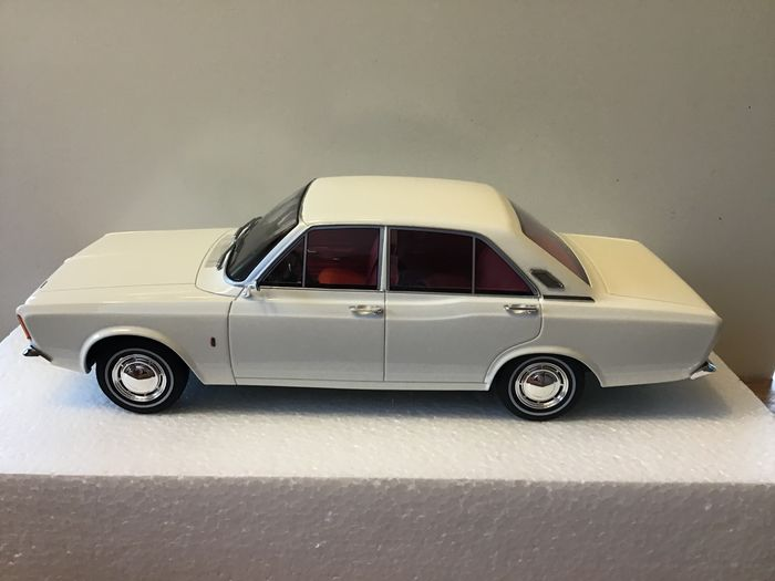 Best of Show - 1:18 - 1967/1971 - Ford Taunus 17m P7 - White - Limited 1000 pcs.