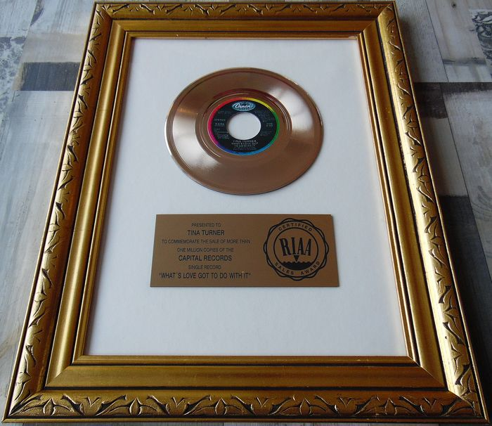 Tina Turner - What's love got to do with it - Offizieller RIAA-Award, Tina Turner vorgestellt - 1984