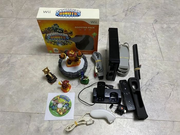 Nintendo Wii compleet in a box with Skylanders game. - Console
