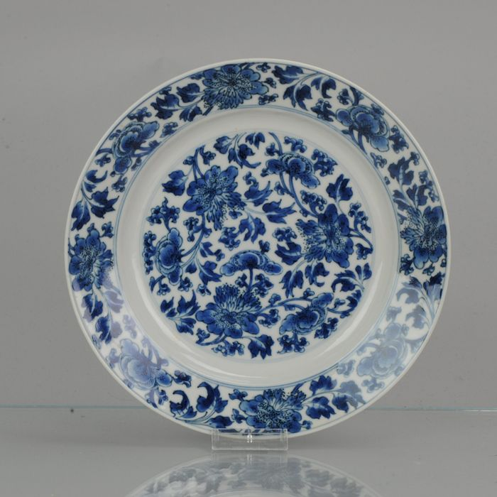 Piatto - Porcellana - Kangxi Mark & Period Chinese Porcelain Blue and White Floral Plate - Cina - Kangxi (1662-1722)