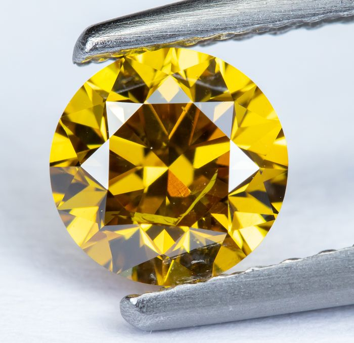 Diamant - 0.64 ct - Jaune orangé vif naturel - SI2 *NO RESERVE*