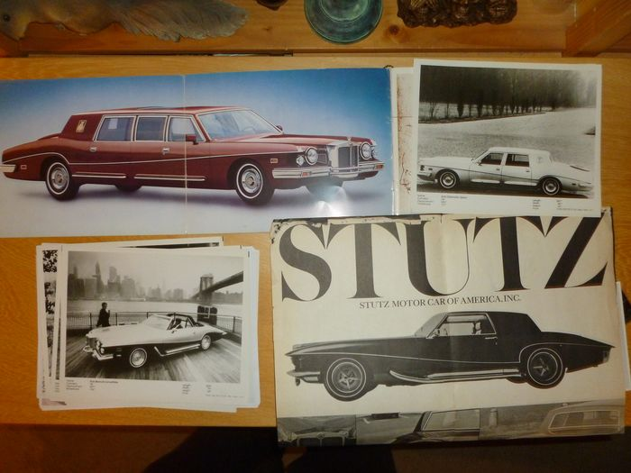 Folletos / Catálogos - 18 page luxury Stutz catalog + 4 page catalog and other sales items - Stutz - 1980-1990