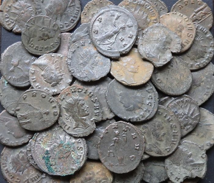 Roman Empire. Lot of 50 AE Antoniniani:,  Gallienus (AD 253-268) & Claudius II (AD 268-270) & Tetricus I (AD 271-274)