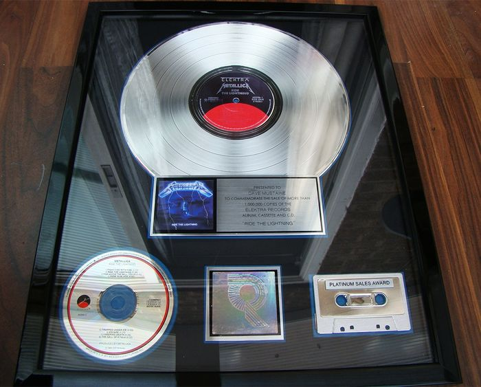 "Metallica - Presented to Dave Mustaine ""Ride the Lightning""  Platinum USA award sales - Offizieller RIAA-Award - 1989"