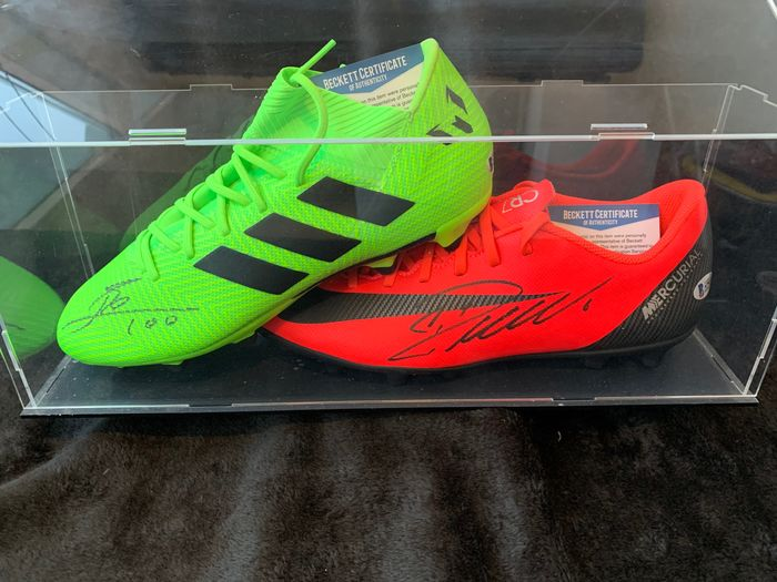 Cristiano Ronaldo y Leo Messi - Football Shoes