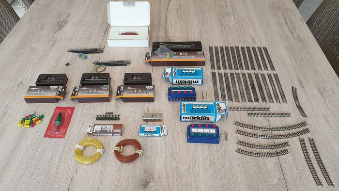 Märklin Z - Accessoires, Rails, Transport de fret - various tracks and some attachments and 1 freight carriage