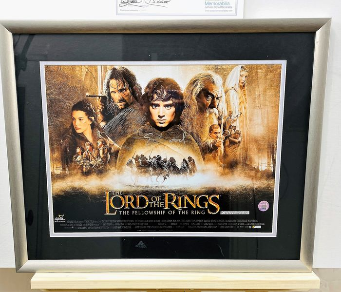 Lord of the Rings - Framed Display, with poster signed in person by Elijah Wood (Frodo) March 7, 2020 in Liverpool - Handtekening With COA