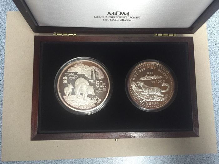 Chine, Népal. Set of 2 x 5 Oz silver coins 1000 Rupees, 1988 Snow Leopard / 50 Yuan, 1993 Brown Bear - with COA