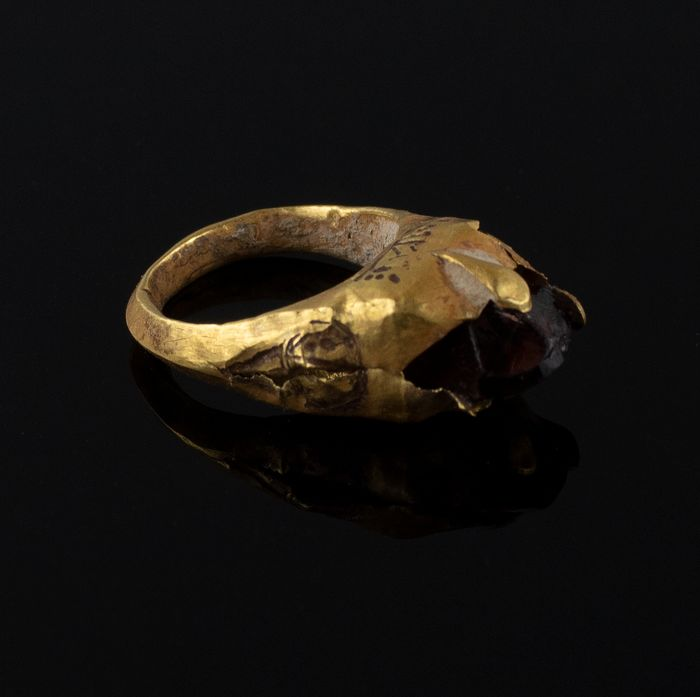 Late Roman/Early Byzantine Gold Ring with garnet stone - 20×15×0 mm - (1)
