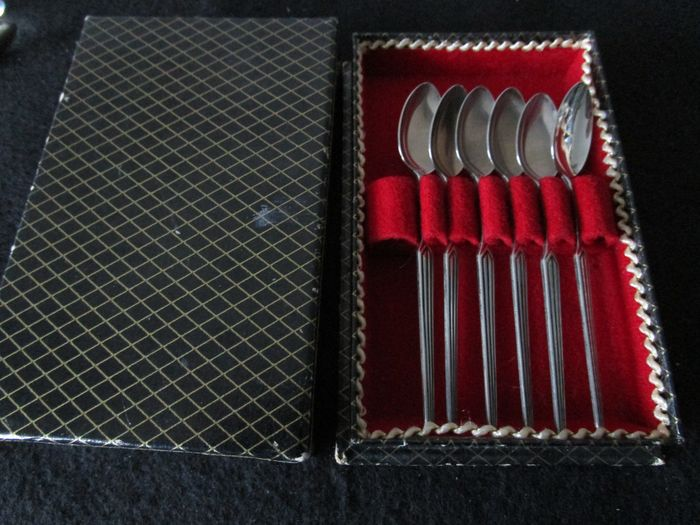 Preview of the first image of Art Deco Silver Tea Spoons in Box (6) - .835 silver - Netherlands - Early 20th century.