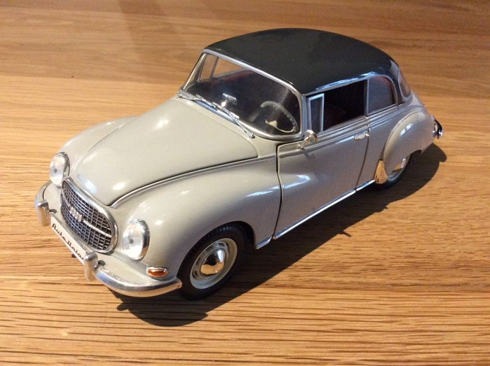 Preview of the first image of Revell - 1:18 - Auto Union 1000 S.
