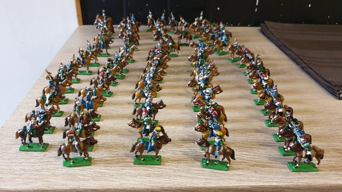 Preview of the first image of shneider/halbrund -tradition-minifix - 1 er empire armee napoleonienne - tin soldier hussards-cuira.