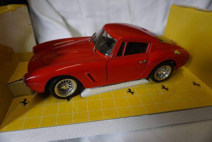 Preview of the first image of Revell - 1:18 - Ferrari 250GTBerlinette 61.