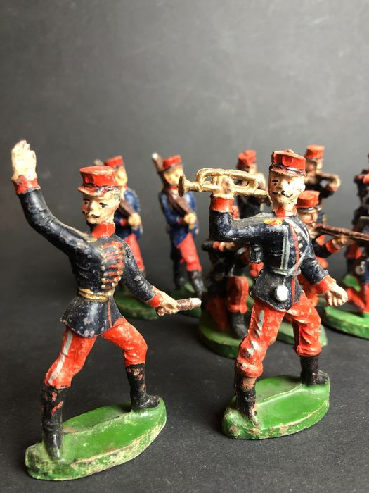 Preview of the first image of Original old vintage WW1 soldiers - Figure - 1920-1929.
