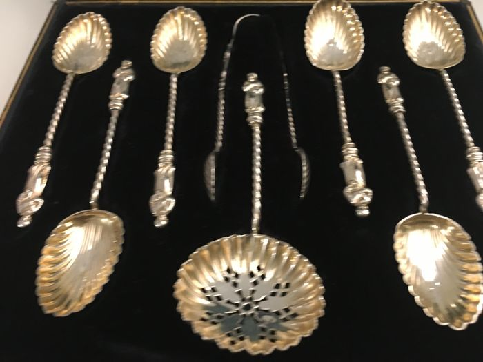 Image 3 of Victorian cased set of gilded sterling silver Apostle teaspoons, sugar tongs and tea strainer (8) -