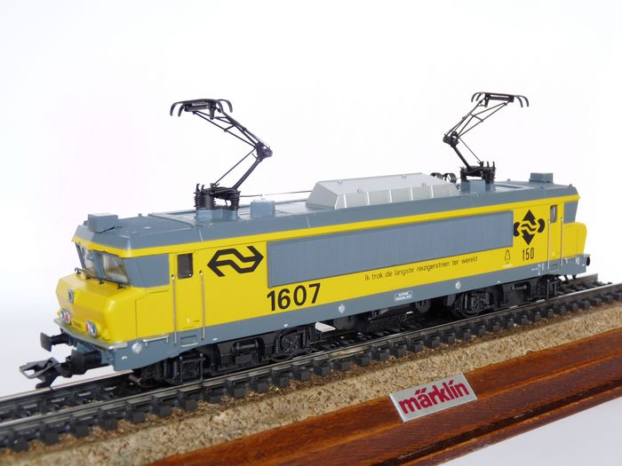 """Preview of the first image of Märklin H0 - 3326.2 - Electric locomotive - Series 1600, """"I pulled the longest train in the world""""."""